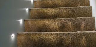 Jakie oświetlenie schodowe wybrać