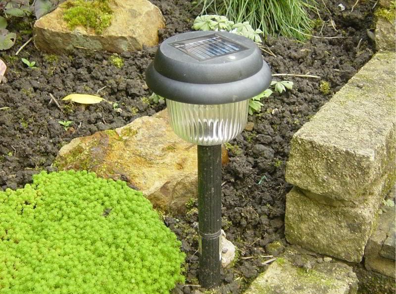 Oświetlenie ogrodu lampami solarnymi